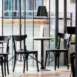 závesna-lampa-taboo-cerna-zidle-kavarna-stul-industrial-kavarna